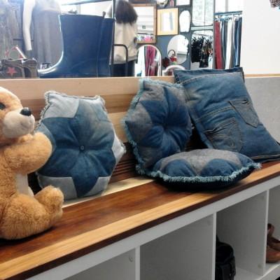 Open Plaats - kussens naaien van oude jeans