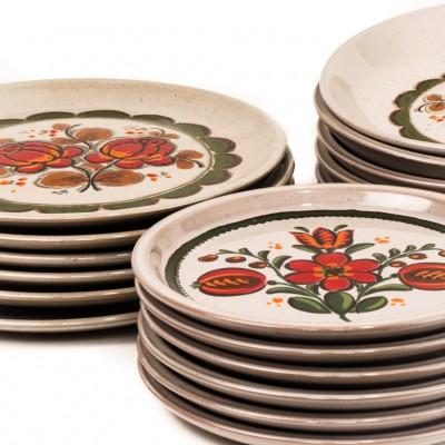 Open Plaats - 70s servies met eetborden, soepborden en dessertborden