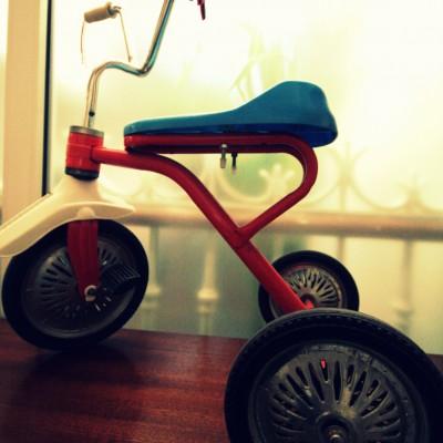 Open Plaats - retro driewieler speelgoed in de kringloopwinkel