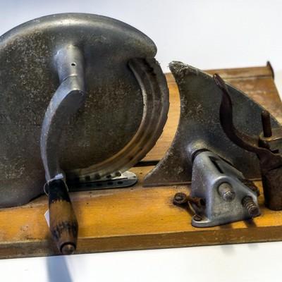 Open Plaats - vintage tweedehands broodsnijder in de kringloopwinkel gent en destelbergen