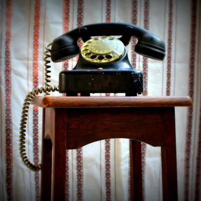 Open Plaats - Retrodag 2019: oude telefoon in De Kringwinkel