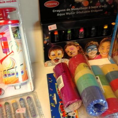 Open Plaats - tweedehands totoeters, confetti en serpentine voor carnaval