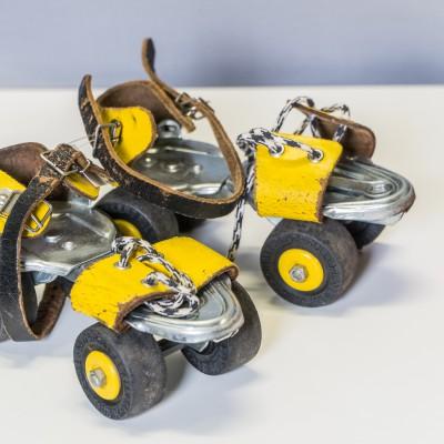 Open Plaats - vintage tweedehands rolschaatsen in de kringloopwinkel gent en destelbergen