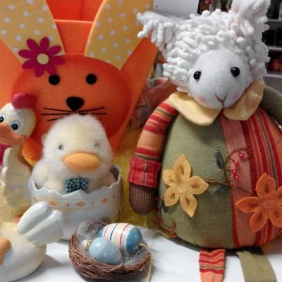 Open Plaats - Mandjes, knuffels en eierdopjes voor pasen in de kringloopwinkel