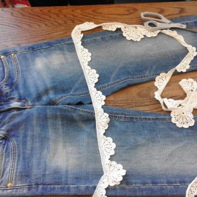 Open Plaats - short naaien van oude jeans en kant