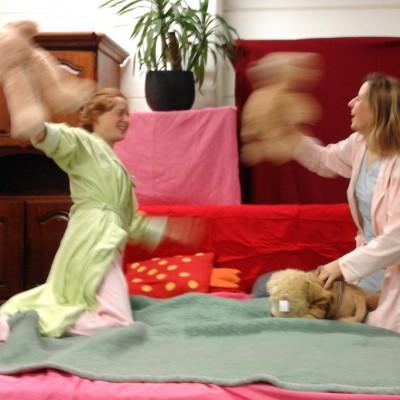 Open Plaats - Pyjamafeestje! Pret in bed met tweedehands slaapkedling