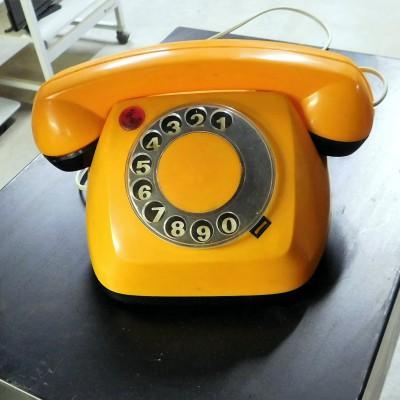 Open Plaats - vintage tweedehands telefoontoestel met draaischijf in de kringloopwinkel gent en destelbergen