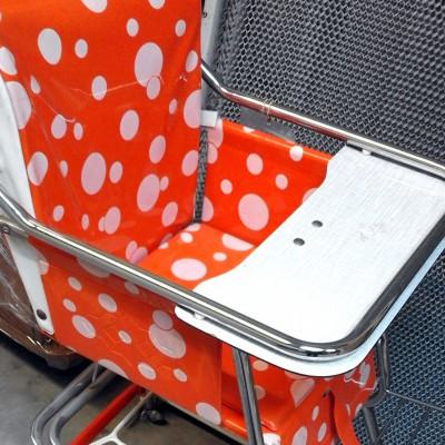 Open Plaats - retro kinderstoel in de kringloopwinkel
