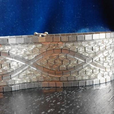 Open Plaats - Dag van De Kringwinkel: armband op zolder