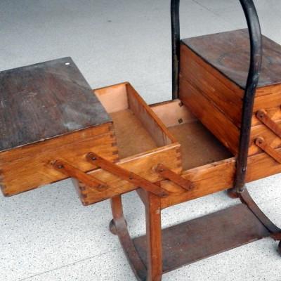 Open Plaats - retro vinatge naaidoos meubel in de kringloopwinkel