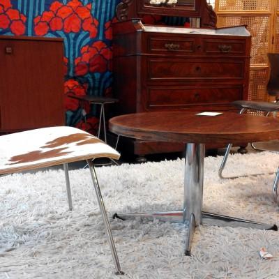 Open Plaats - jaren 60 retro kast en design stoel in de kringloopwinkel