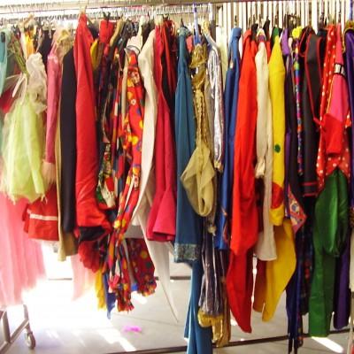 Open Plaats - kies je kostuum voor carnaval in De Kringwinkel Open Plaats