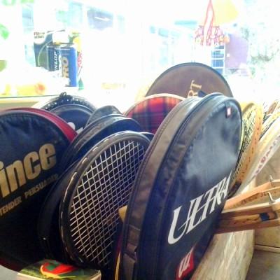 Open Plaats - tweedehands tennisracketten en ander sportmateriaal voor buiten