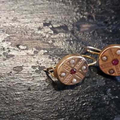 Open Plaats - Dag van De Kringwinkel: oude oorbellen op zolder