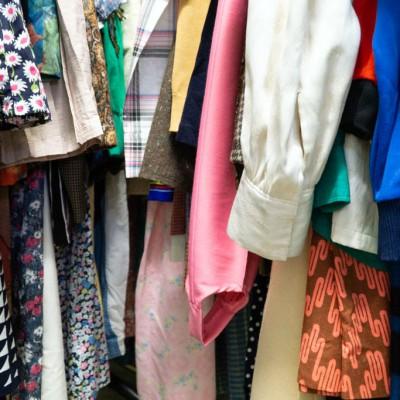 Open Plaats - vintage tweedehands kleding in de kringloopwinkel gent en destelbergen