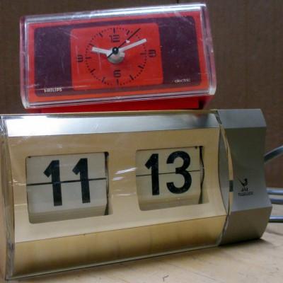 Open Plaats - retro wekker en klokradio in de kringloopwinkel