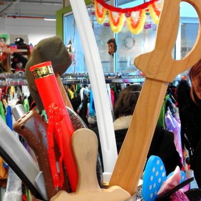 Open Plaats - tweedehands speelgoed zwaarden voor carnaval