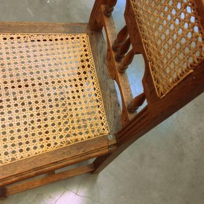 Open Plaats - retro stoel met geweven zitting in de kringloopwinkel