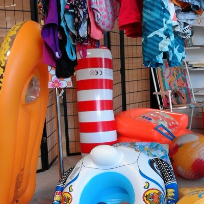 Open Plaats - Opblaasbootjes, luchtmatrassen, kinderzwembadjes en ander opblaasbare fun