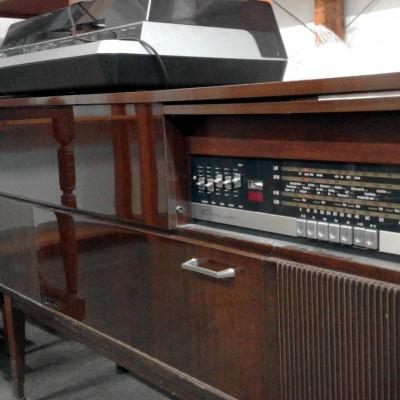 Open Plaats - radiokast in de kringloopwinkel