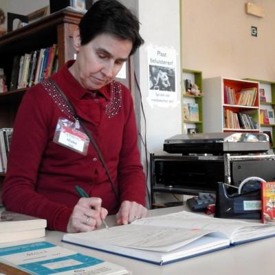 Open Plaats - Mieke werkt als vrijwilliger bij de boeken in de kringloopwinkel