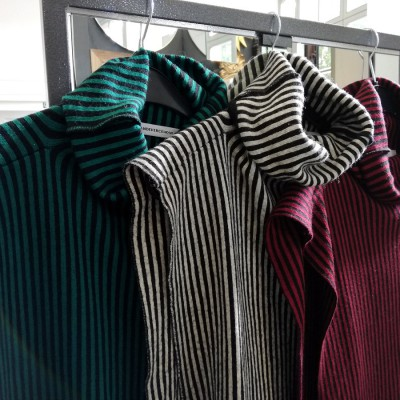 Open Plaats - tweedehands truien van Roos Vandekerckhove in de kringloopwinkel Brugse Poort
