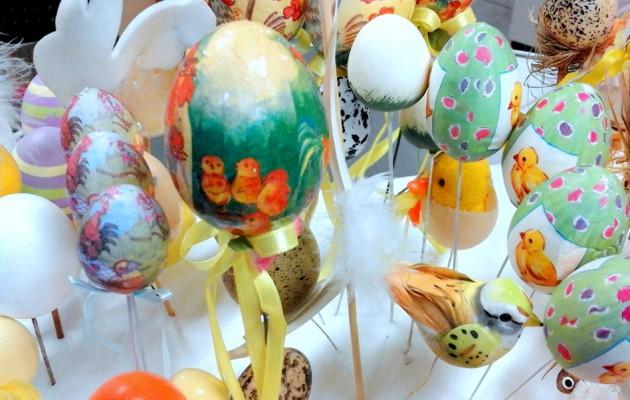 Open Plaats tweedehands lentedecoratie in de kringloopwinkel