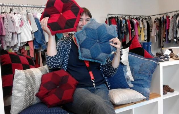 Open Plaats kussens naaien van oude jeans